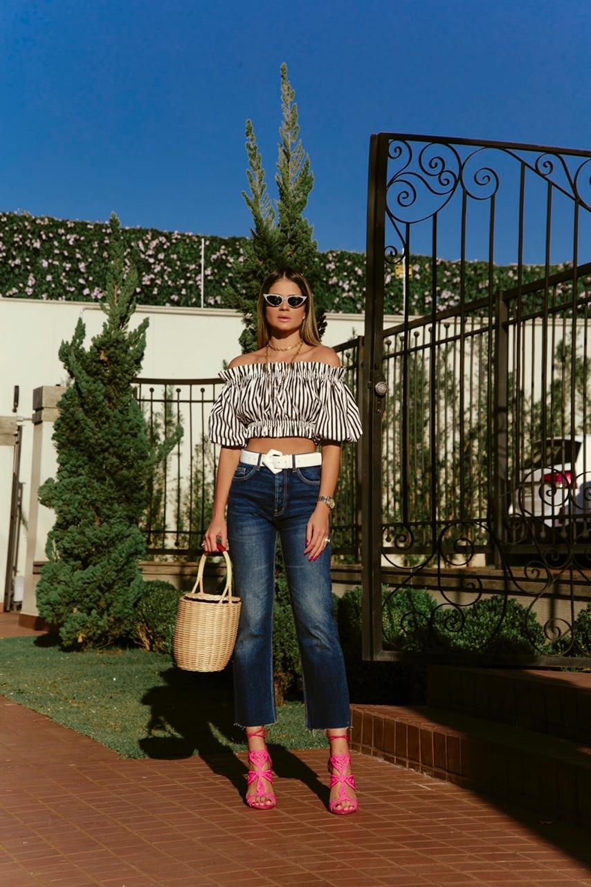 Calça Jeans e Cropped_Sandalia Cecconello_Thassia Naves