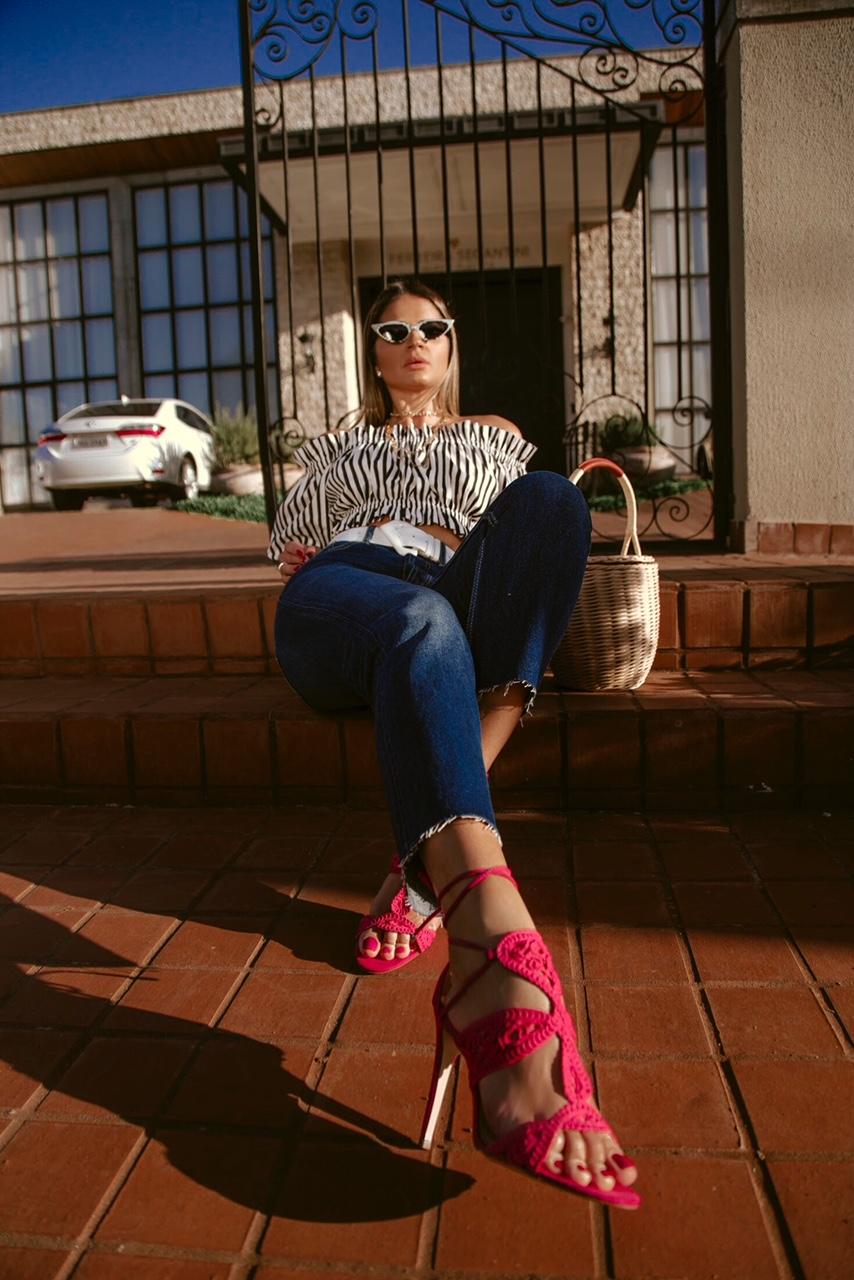 Calça Jeans e Cropped_Sandalia Cecconello_Thassia Naves10