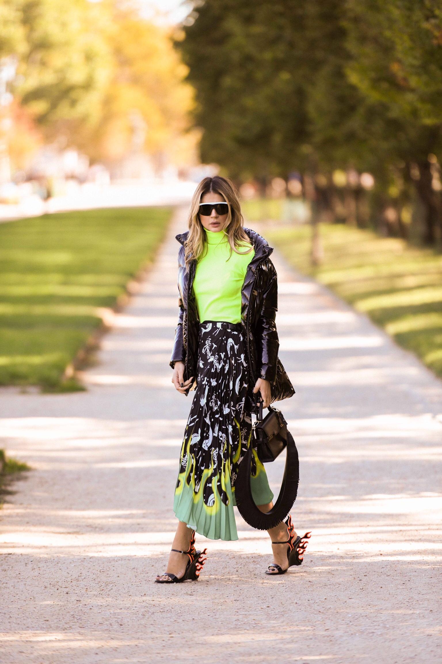 Thassia de Neon em Paris2