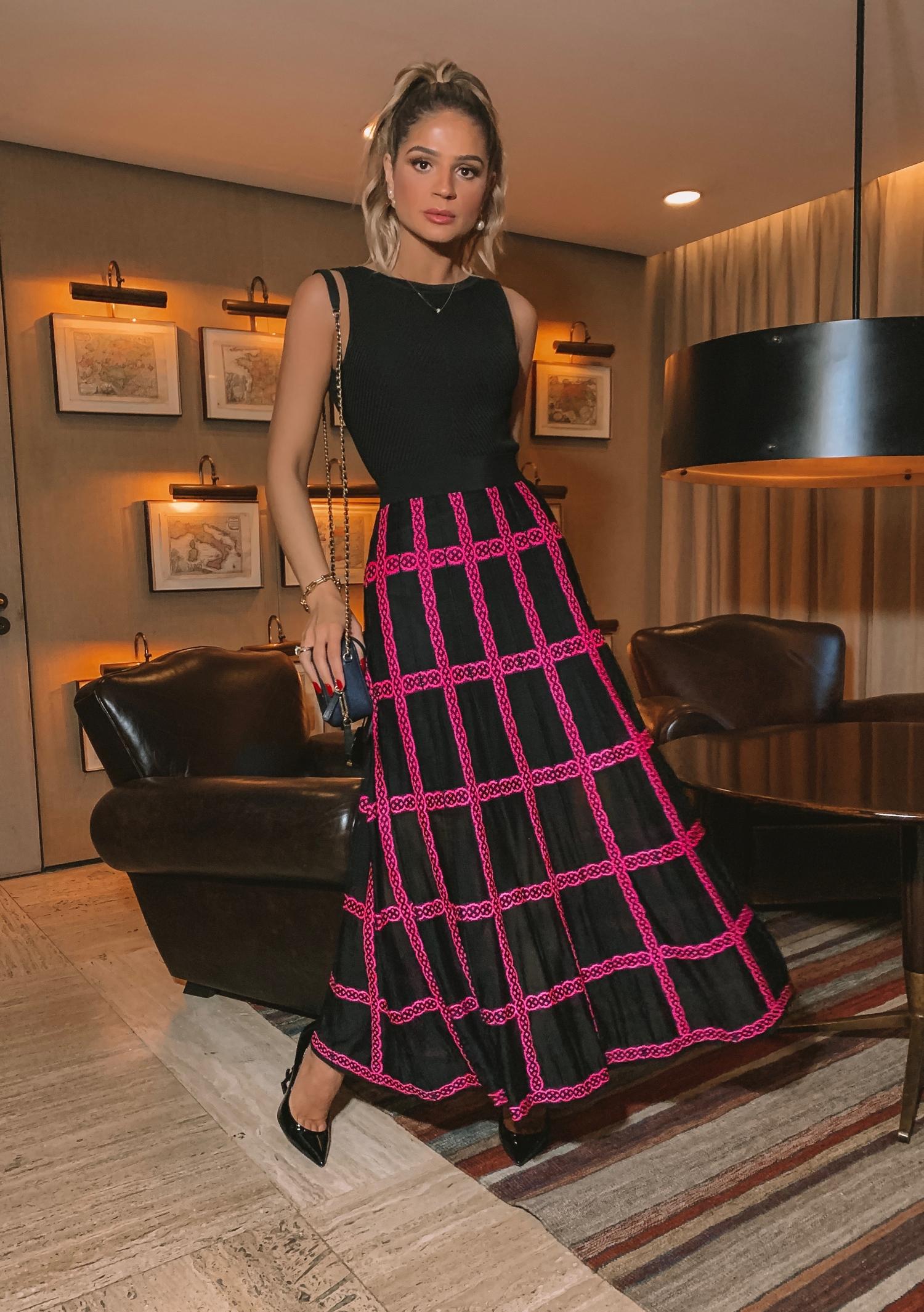 Thássia galeria tricot saia preta e rosa 3