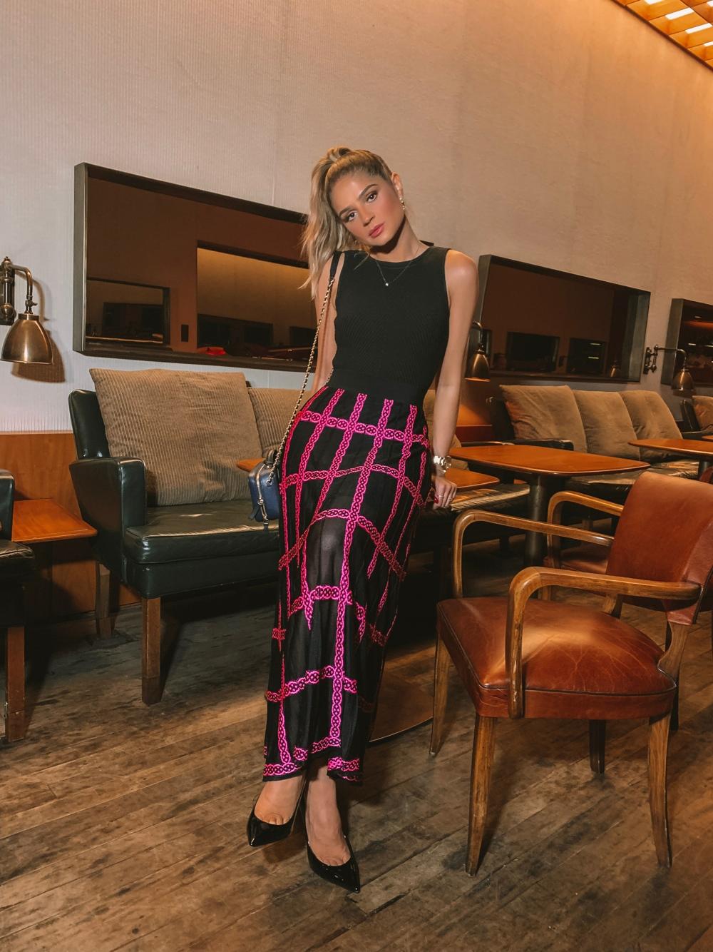 Thássia galeria tricot saia preta e rosa