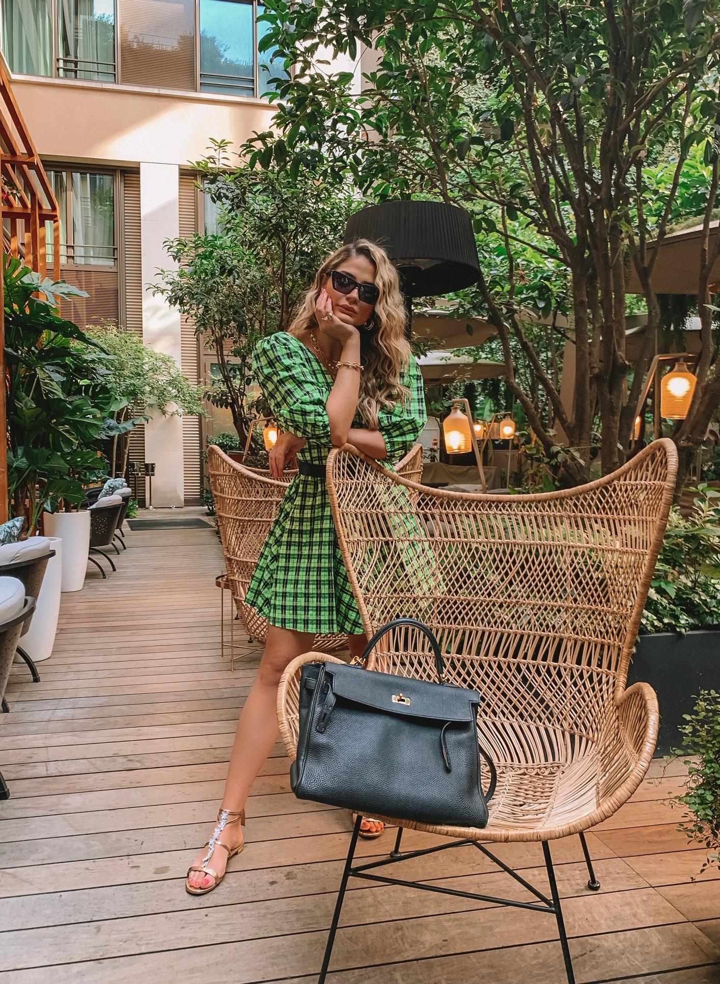 Thássia vestido verde ganni 2