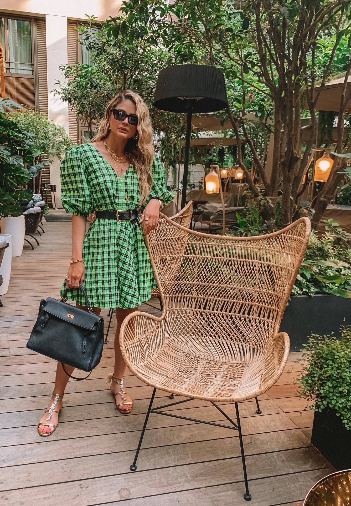 Thássia vestido verde ganni