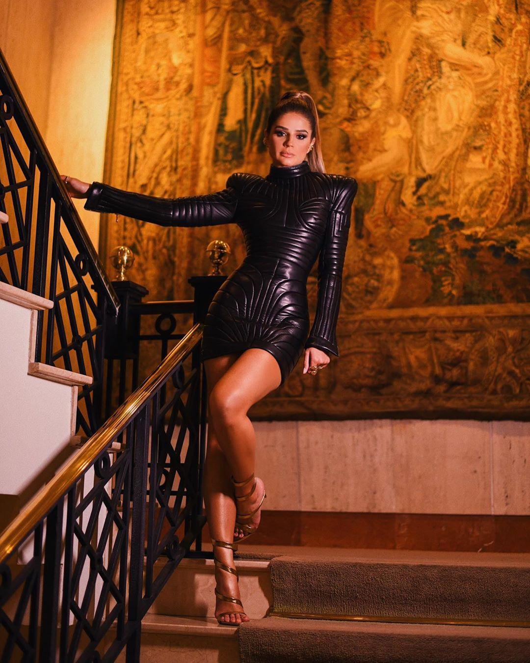 thássia balmain vestido couro preto